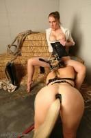 domina lesbienne et poney girl