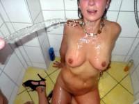 pipi dans la douche